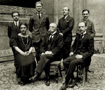 1927, École Française de Rome, de gauche à droite, Jeanne Vielliard, Émile Mâle directeur de l'École Française de Rome, Félix Grat et Pierre Boyancé au fond à droite.