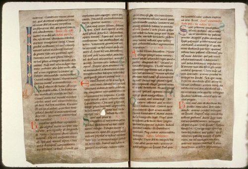 Amiens, Bibl. mun., ms. 142, f. 16v-17. Lectionnaire de l'abbaye de Corbie (partie d'été), Corbie, vers 1150.